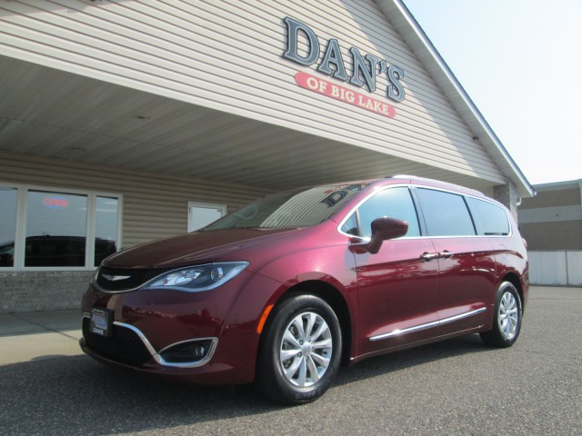 Used 2017 Chrysler Pacifica Touring-l.  Conversion